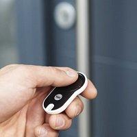 ENTR is de slimme deuroplossing van Yale waarbij je helemaal geen sleutel meer nodig hebt