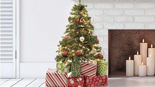 """🥇 De Top 5 Beste Kunstkerstbomen: Koop een """"Neppe"""" Kerstboom Online"""